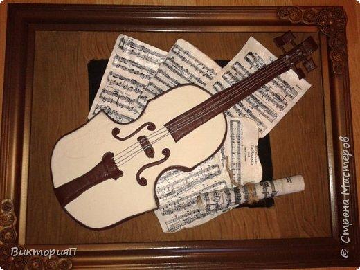 Многие сдесь учились на работах Валентины, и я не исключение. Ее скрипки выше всяких похвал.  Я долго собиралась, все не было подходящих материалов.  Наконец,  мне досталась отличная светлая мебельная кожа и я взялась... Картина подарок куме - музыканту. фото 4