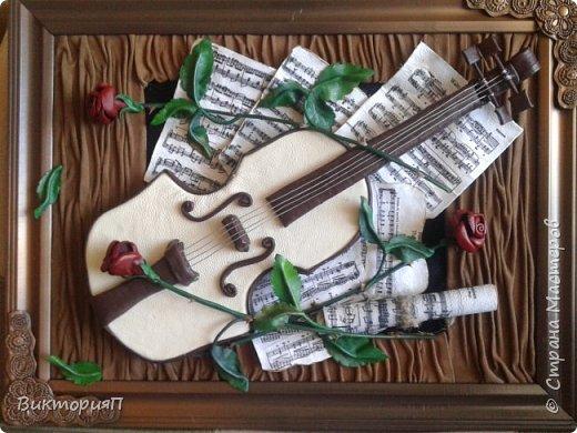 Многие сдесь учились на работах Валентины, и я не исключение. Ее скрипки выше всяких похвал.  Я долго собиралась, все не было подходящих материалов.  Наконец,  мне досталась отличная светлая мебельная кожа и я взялась... Картина подарок куме - музыканту. фото 1