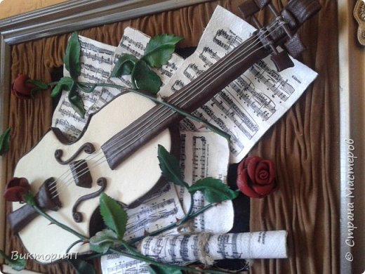 Многие сдесь учились на работах Валентины, и я не исключение. Ее скрипки выше всяких похвал.  Я долго собиралась, все не было подходящих материалов.  Наконец,  мне досталась отличная светлая мебельная кожа и я взялась... Картина подарок куме - музыканту. фото 2