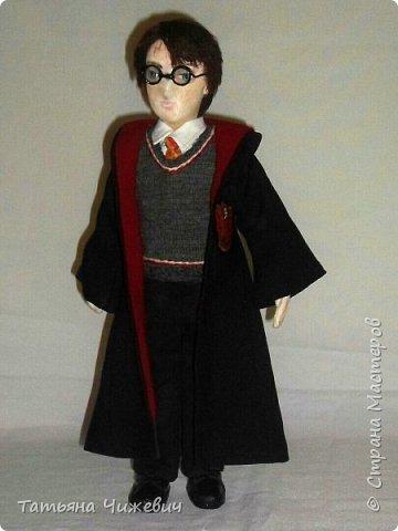 Высота куклы 40 см, ручки и ножки подвижные. В руках проволока,поэтому Гарри может держать палочку.Одежда снимается фото 2