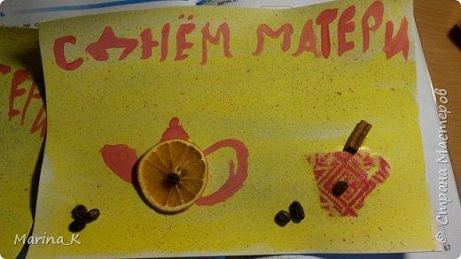 Моя дочка сделала поделки для бабушек. все придумала сама, все мои идеи, почерпнутые из СМ, были отвергнуты. Я помогла с приклеиванием кофе - на клей Титан. на сушеный апельсин капнули эфирное масло.  Кофе пахнет, палочка корицы пахнет, и апельсинка  тоже пахнет!!!!!))))) А мне достался зайчик из листьев - делали в школе. фото 1