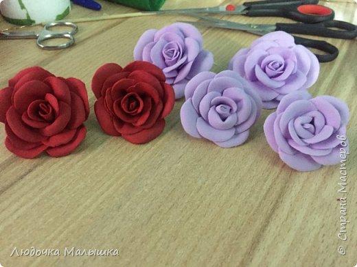 Цветы с конфетками из креп бумаги, корзинка из трубочек.  фото 2