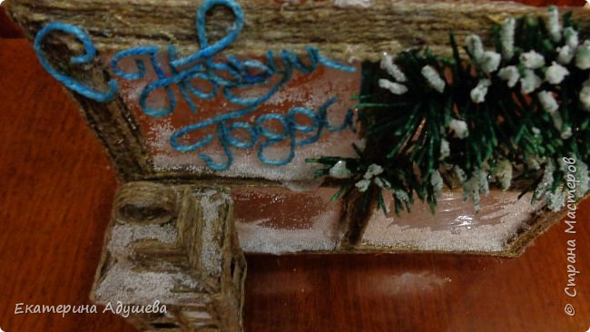 Здравствуйте мастера и мастерицы и гости страницы. Хочу  предоставить Вам и Вашему вниманию еще одну мою работу. много раз я натыкалась в интернете на картинки и открытки замороженных окон. И решила тоже сделать что-то подобное.)))   Новогоднее окно со свечой . Можно использовать как открытка ,сувенир или просто подарок. Выполнено из джутового шпагата, имитация замороженных  окон выполнены из клея.свеча декоративная. фото 5
