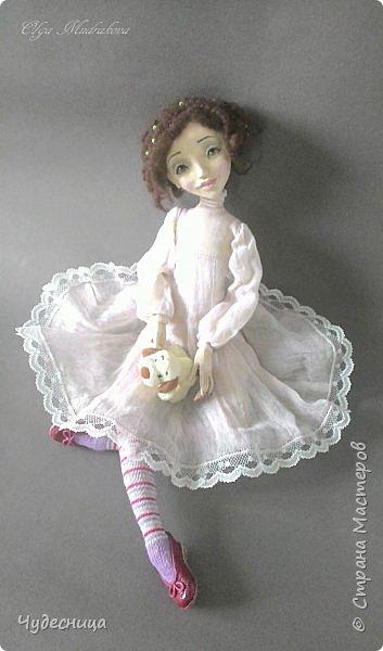 Марина. Еще одна кукольная проба, очередной мой кукольный опыт. Кукла с подвижными конечностями. Рост около 40 см. Голова, кисти рук, ножки - самозатвердевающий пластик. Тело - текстиль, холлофайбер. Одежда частично съемная. Чулочки, туфельки, нижнее платьице не снимаются. фото 3