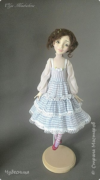Марина. Еще одна кукольная проба, очередной мой кукольный опыт. Кукла с подвижными конечностями. Рост около 40 см. Голова, кисти рук, ножки - самозатвердевающий пластик. Тело - текстиль, холлофайбер. Одежда частично съемная. Чулочки, туфельки, нижнее платьице не снимаются. фото 4