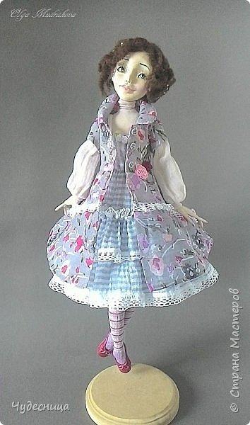 Марина. Еще одна кукольная проба, очередной мой кукольный опыт. Кукла с подвижными конечностями. Рост около 40 см. Голова, кисти рук, ножки - самозатвердевающий пластик. Тело - текстиль, холлофайбер. Одежда частично съемная. Чулочки, туфельки, нижнее платьице не снимаются. фото 7