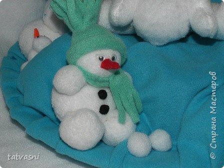 Вот такие снеговики получились на конкурс у Саши. Я помогала аккуратно склеить детали. Делали вместе.  фото 3