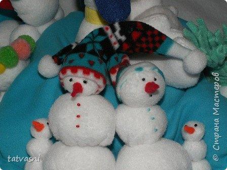 Вот такие снеговики получились на конкурс у Саши. Я помогала аккуратно склеить детали. Делали вместе.  фото 7