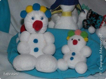 Вот такие снеговики получились на конкурс у Саши. Я помогала аккуратно склеить детали. Делали вместе.  фото 1