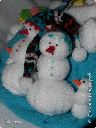 Вот такие снеговики получились на конкурс у Саши. Я помогала аккуратно склеить детали. Делали вместе.  фото 10