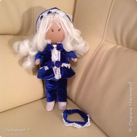 Кукла ручной работы, интерьерная. Ищет дом, одежда снимается, волосы аккуратно расчесывать. Рост 35 см. фото 3