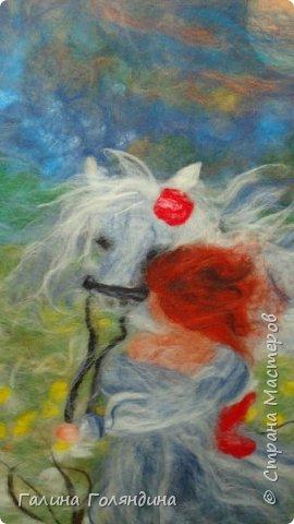 Девушка с белой лошадью  фото 2