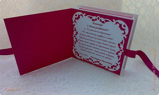 """Всем добрый день! Сегодня у меня заказная  коробочка для денежного подарка  к Юбилею. Размер коробочки 11 х 11 см, ящичек 10 х 10 см, высота 2,5 см. Коробочка декорирована большим количеством цветов ручной работы. На коробочке есть открытка с бантиком и место для поздравления. Основа коробочки бумага для черчения пл. 200 гр., кардсток бордово-розовый с тиснением """"точки"""" пл. 160 гр., фон с розами распечатан на фотобумаге пл. 180 гр., украшена коробочка тычинками и стразами, вырубкой. фото 7"""