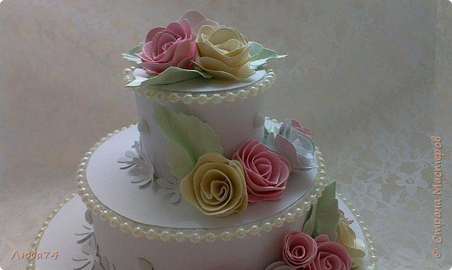 """Добрый вечер, жители Страны Мастеров! Хочу показать вам подарочную коробочку в виде тортика. Назвала его """"Юбилейный"""", делала его своей тете к семидесятилетию! Тортик сделан  по МК Астории http://astoriaflowers.blogspot.ru/2012/01/blog-post_5517.html#more Высота тортика примерно 8-9 см, диаметр нижнего яруса, размером с компьютерный диск.  фото 2"""