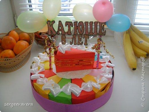 Всем жителям Страны Мастеров, добрый день. Недавно у младшей доченьки был день рождения и как водится в школу нужно было приготовить угощение. Хотелось чего-то необычного, так родился этот тортик на 33 человека фото 4