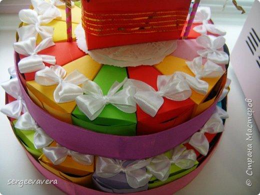 Всем жителям Страны Мастеров, добрый день. Недавно у младшей доченьки был день рождения и как водится в школу нужно было приготовить угощение. Хотелось чего-то необычного, так родился этот тортик на 33 человека фото 5