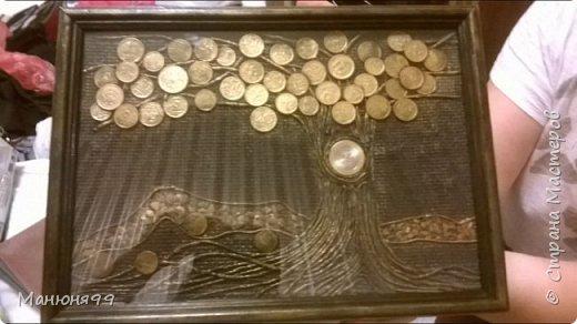 Выставляю очередную повторюшку)) Сегодня это денежное дерево из монет. Спасибо за МК  m_a_r_i_n_a  http://stranamasterov.ru/node/578436, а Таню Сорокину благодарю за технику пейп-арт http://stranamasterov.ru/node/308701.  Добавила только дорожку из яичной скорлупы (подсмотрела на просторах интернета) К сожалению больше фоток нет, надо было нести поздравлять))) Юбиляр и гости остались довольны) фото 2