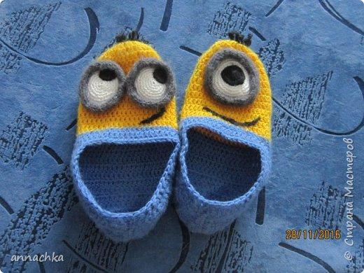 Добрый день, жители страны!! Решила выложить мои немногочисленные повязушки за лето.  Это последняя - уже совсем даже не летняя)) Вязала сыну на день рождения, ему очень понравились. Вдохновилась на вязание таких тапулек благодаря marinaz33, спасибо Вам большое!)) фото 1
