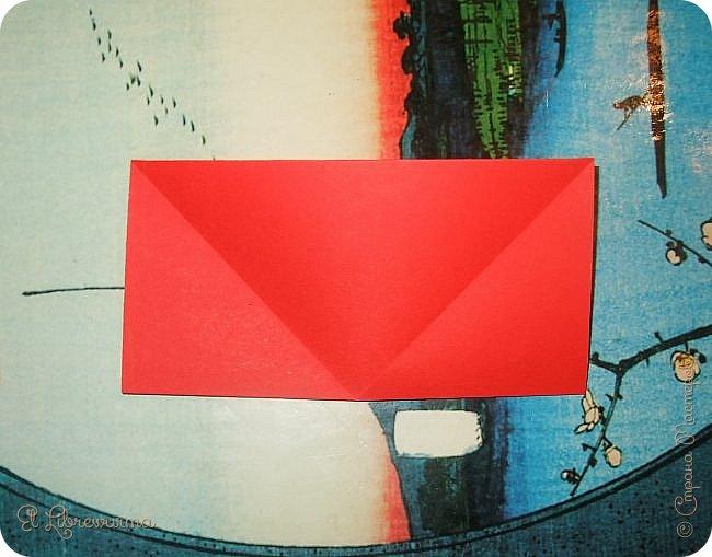 """Я немного пурист от оригами: модель должна быть сложена из квадратного, на худой конец, прямоугольного листа, ножницы и клей — табу. Соответственно, кусудамы клеевой сборки я презирала. Исключение было сделано лишь для этой и ещё одной модели, которые обе на клею, однако у них есть веское оправдание. Модель """"Цветочный шар"""" классическая, аутентичная и древняя настолько, что имя создателя потерялось во тьме веков, как и у другой кусудамы, которая так и называется — """"Классическая"""". Именно мысль, что сами древние японцы не гнушались использовать клей, и примирила меня с его использованием))) фото 5"""