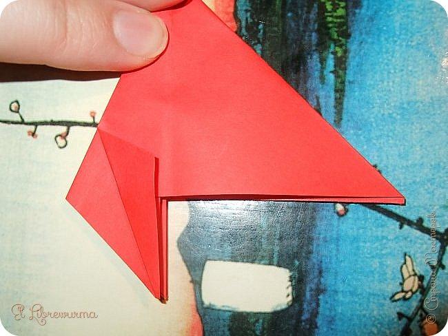 """Я немного пурист от оригами: модель должна быть сложена из квадратного, на худой конец, прямоугольного листа, ножницы и клей — табу. Соответственно, кусудамы клеевой сборки я презирала. Исключение было сделано лишь для этой и ещё одной модели, которые обе на клею, однако у них есть веское оправдание. Модель """"Цветочный шар"""" классическая, аутентичная и древняя настолько, что имя создателя потерялось во тьме веков, как и у другой кусудамы, которая так и называется — """"Классическая"""". Именно мысль, что сами древние японцы не гнушались использовать клей, и примирила меня с его использованием))) фото 9"""