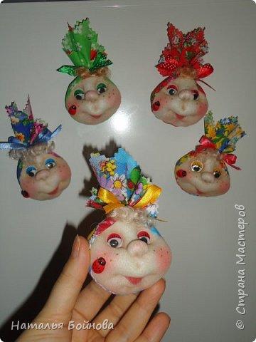 Текстильные магниты на холодильник .  МК по их изготовлению можно посмотреть здесь:  http://stranamasterov.ru/blog/385490/451 фото 2