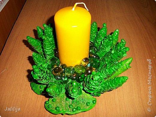Уважаемые мастера, может кому-нибудь пригодится вот эта идея новогоднего подсвечника. Она из шишек и грибов -.тутовиков. фото 1