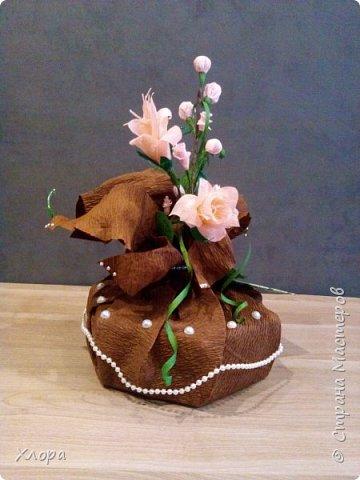 Корзиночка на день рождения коллеге. Проба пера. Внутри роз конфетки и добавлены розы из денюжек. фото 7