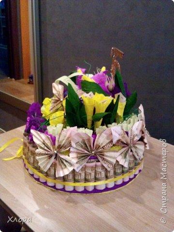 Корзиночка на день рождения коллеге. Проба пера. Внутри роз конфетки и добавлены розы из денюжек. фото 10