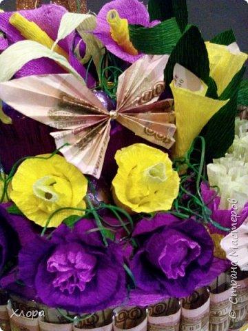 Корзиночка на день рождения коллеге. Проба пера. Внутри роз конфетки и добавлены розы из денюжек. фото 14