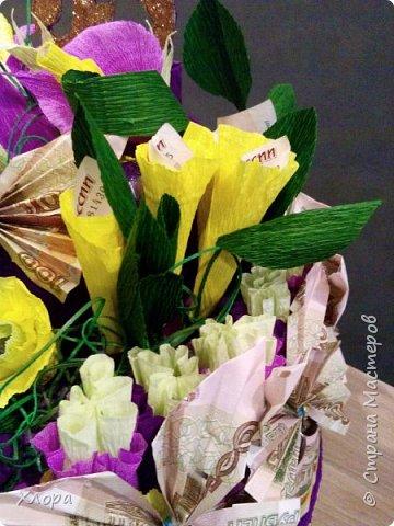 Корзиночка на день рождения коллеге. Проба пера. Внутри роз конфетки и добавлены розы из денюжек. фото 15