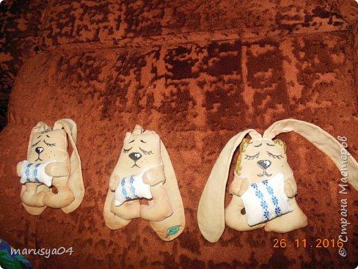 Вот нашились у меня сплюшки-повторюшки по МК Olesia Falatyuk http://stranamasterov.ru/node/549962?c=favorite  Тонировала 1 ст.л. цикорий+ 1 ч.л. кофе кофе+ 1/2 ч.л. корица + 50 мл кипятка. Натирала ванилином по мокрому. Потом тонировала разведенной акрилкой. Все недочеты маскировки пришлось прятать под макияжем акрилки))) фото 1