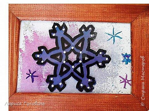 На внеурочке рисовали пластилином снежинки. Брали маленькую рамку со стеклом. Сначала контур обводили маркером, затем покрывали пластилином и чуть - чуть украсили контуром фото 8