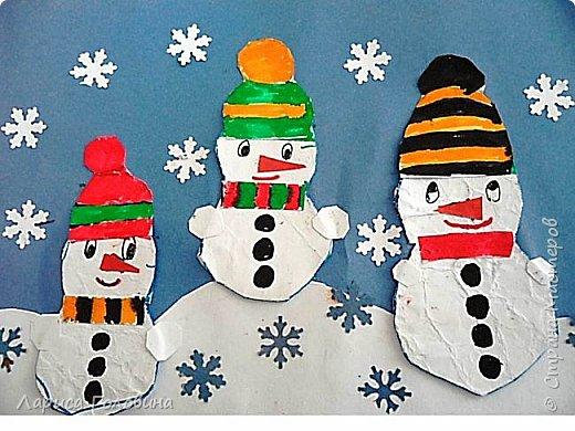 На внеурочке рисовали пластилином снежинки. Брали маленькую рамку со стеклом. Сначала контур обводили маркером, затем покрывали пластилином и чуть - чуть украсили контуром фото 13