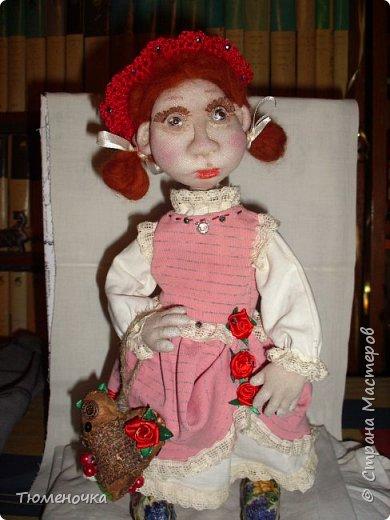 Всем хорошего дня. Эта кукла сшита в подарок. Пробую валять лица. фото 2
