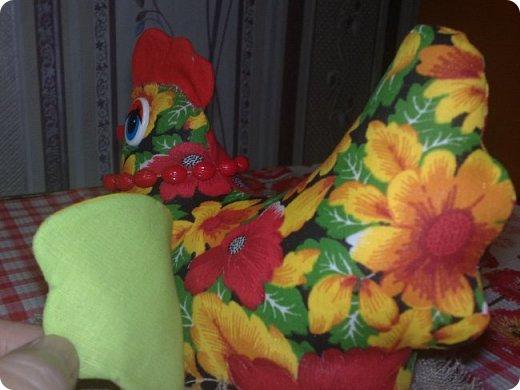 """Показываю по порядку, как шила. Это одеяло шилось в подарок для молодого человека. Полистав, посмотрев, подумав, остановилась на этом варианте. Перед этим я показывала женское одеяло """"Кавардак"""", веселое такое. Так вот это одеяло, мужское, идет в пару к тому. Поэтому объясняется и мое желание по кайме пустить снова шахматки; и присутствие любимой желто-гороховой ткани, и... разные мелкие нюансы.  Вы поняли, да, что эти два одеяла для пары молодых людей?! Размер одеяла тот же - 150х200 см. фото 11"""