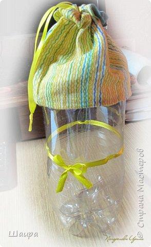 Кукла 20 см. Тело из части пластиковой бутылки, обтянуто тканью. Голова из капрона, волосы - шерсть для валяния, глаза - полубусины, руки на проволоке. фото 13