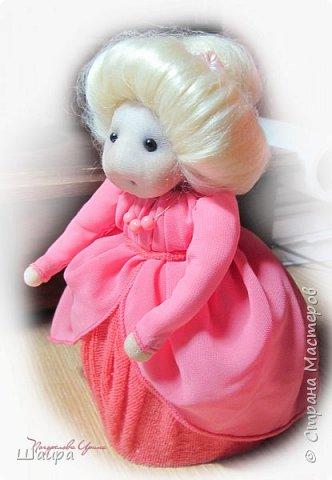 Кукла 20 см. Тело из части пластиковой бутылки, обтянуто тканью. Голова из капрона, волосы - шерсть для валяния, глаза - полубусины, руки на проволоке. фото 11