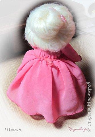 Кукла 20 см. Тело из части пластиковой бутылки, обтянуто тканью. Голова из капрона, волосы - шерсть для валяния, глаза - полубусины, руки на проволоке. фото 9