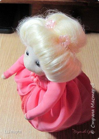 Кукла 20 см. Тело из части пластиковой бутылки, обтянуто тканью. Голова из капрона, волосы - шерсть для валяния, глаза - полубусины, руки на проволоке. фото 8