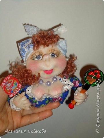 Маленькие текстильные куколки - ограничитель доступа к холодильнику)  Размер кукол 10 на 12 см Вот такой батальон аппетитных дам получился!!! фото 3