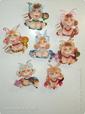 Маленькие текстильные куколки - ограничитель доступа к холодильнику)  Размер кукол 10 на 12 см Вот такой батальон аппетитных дам получился!!! фото 1