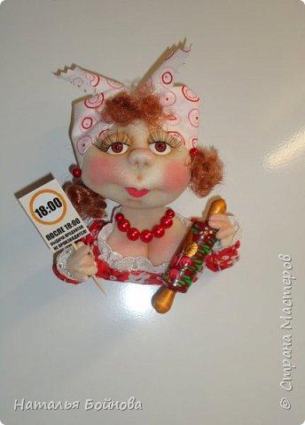 Маленькие текстильные куколки - ограничитель доступа к холодильнику)  Размер кукол 10 на 12 см Вот такой батальон аппетитных дам получился!!! фото 9