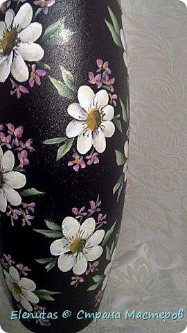 Добрый вечер,Страна! Я опять с похвастушками. Наконец-то расписала вазу. Захотела сделать вазу с цветами на черном фоне. Фон сделала недели две назад. А вот какие цветы написать...долго думала и вчера расписала.По-моему,получилось симпатично. фото 2
