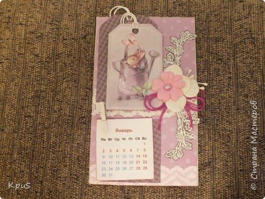 Всем жителям СМ - здравствуйте. Сделала еще несколько магнитов- календарей. Новый год не за горами и небольшие подарки никогда не бывают лишними. Вот и запасаюсь. Помимо скрап бумаги, использовала бумажные цветы, кружево, бусины, деревянные прищепки и эмбоссинг. фото 2
