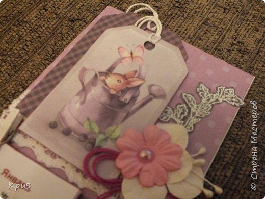 Всем жителям СМ - здравствуйте. Сделала еще несколько магнитов- календарей. Новый год не за горами и небольшие подарки никогда не бывают лишними. Вот и запасаюсь. Помимо скрап бумаги, использовала бумажные цветы, кружево, бусины, деревянные прищепки и эмбоссинг. фото 3