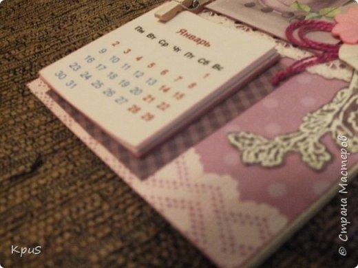 Всем жителям СМ - здравствуйте. Сделала еще несколько магнитов- календарей. Новый год не за горами и небольшие подарки никогда не бывают лишними. Вот и запасаюсь. Помимо скрап бумаги, использовала бумажные цветы, кружево, бусины, деревянные прищепки и эмбоссинг. фото 4