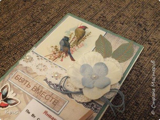 Всем жителям СМ - здравствуйте. Сделала еще несколько магнитов- календарей. Новый год не за горами и небольшие подарки никогда не бывают лишними. Вот и запасаюсь. Помимо скрап бумаги, использовала бумажные цветы, кружево, бусины, деревянные прищепки и эмбоссинг. фото 6