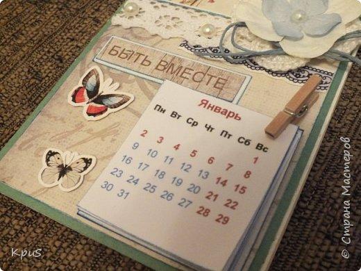 Всем жителям СМ - здравствуйте. Сделала еще несколько магнитов- календарей. Новый год не за горами и небольшие подарки никогда не бывают лишними. Вот и запасаюсь. Помимо скрап бумаги, использовала бумажные цветы, кружево, бусины, деревянные прищепки и эмбоссинг. фото 7