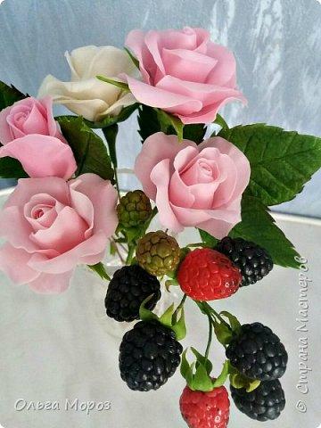Вот такой маленький и нежный букетик получился из розовых кустовых розочек,и веточки ежевики.  фото 1