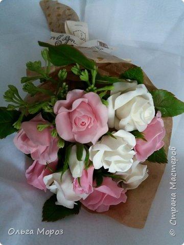 Вот такой маленький и нежный букетик получился из розовых кустовых розочек,и веточки ежевики.  фото 3